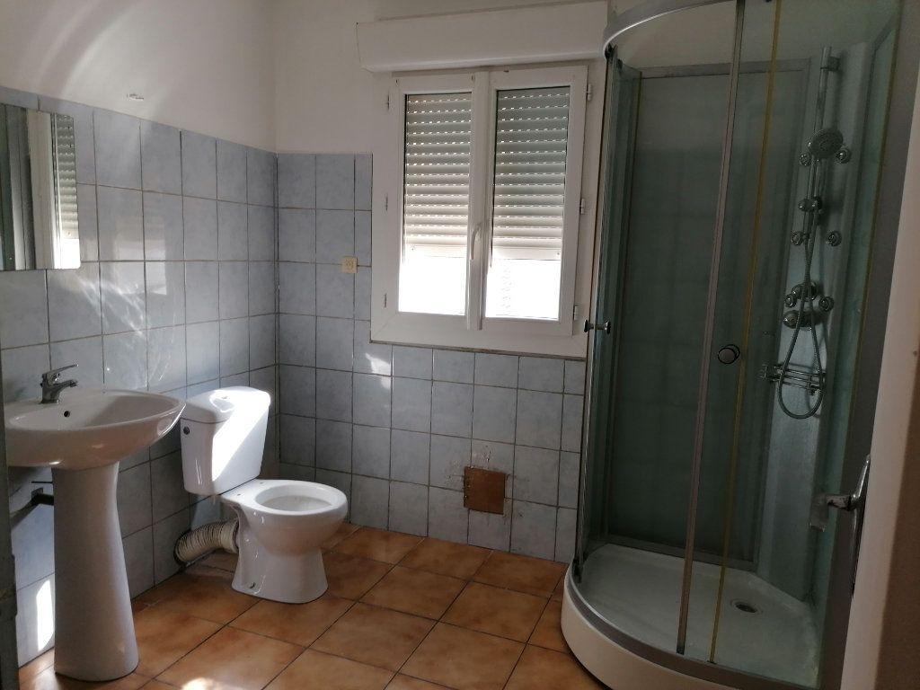 Appartement à louer 2 55m2 à Béziers vignette-3