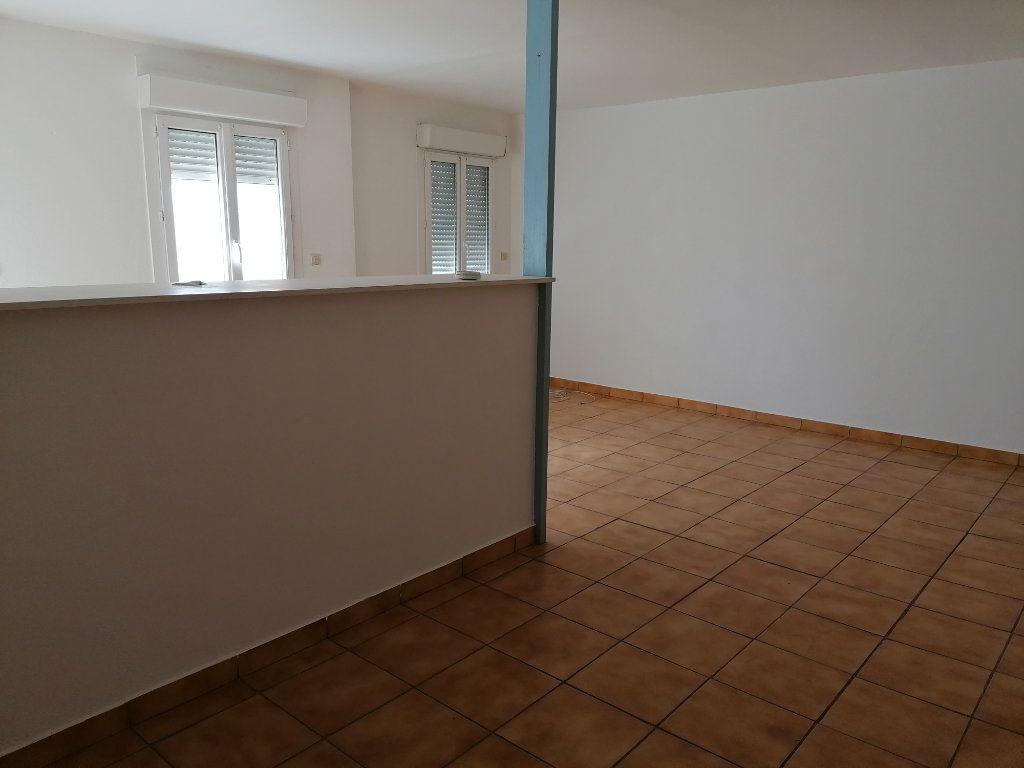 Appartement à louer 2 55m2 à Béziers vignette-6
