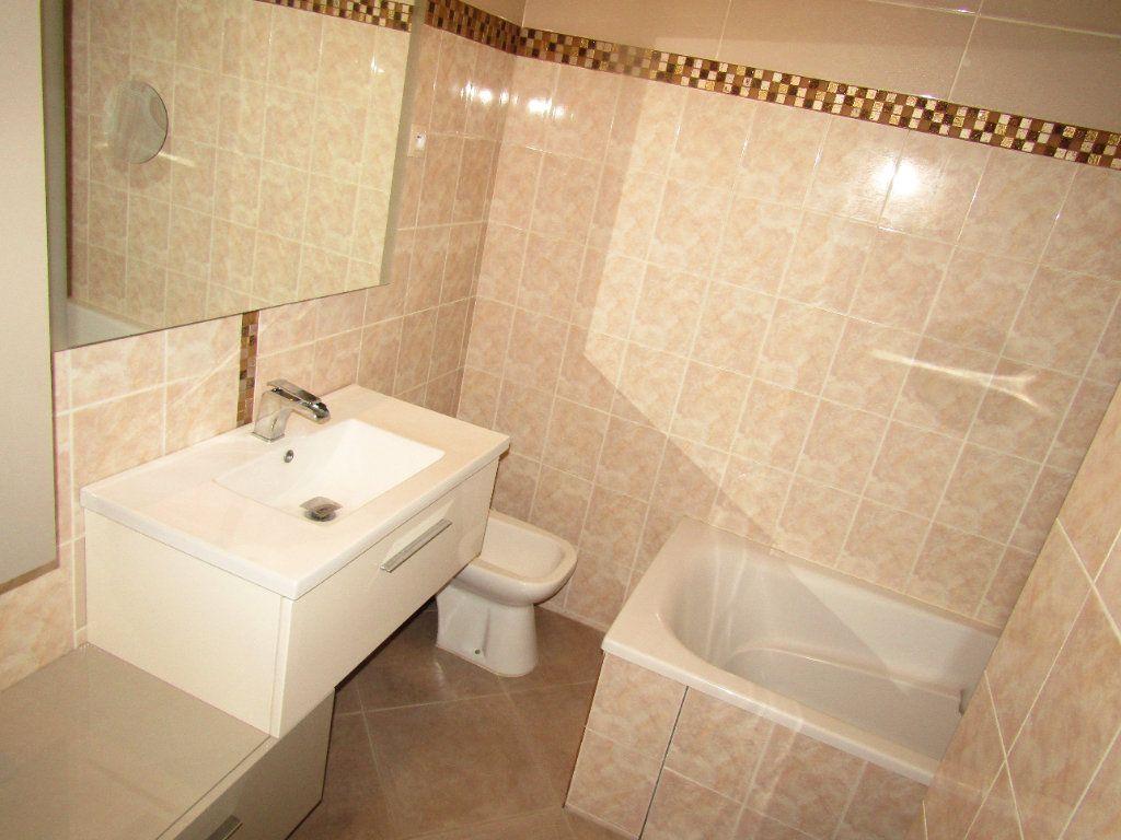 Appartement à louer 3 92m2 à Béziers vignette-4