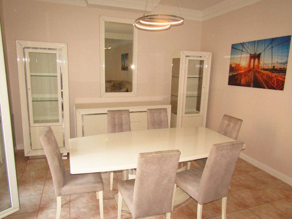 Appartement à louer 3 92m2 à Béziers vignette-5