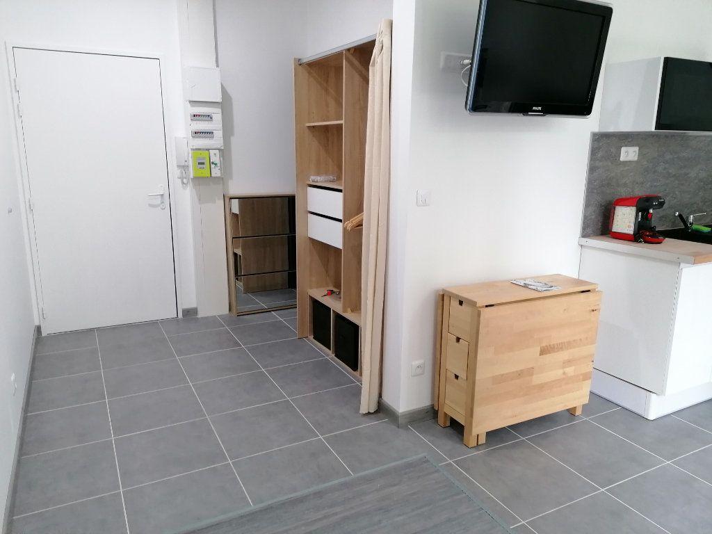 Appartement à louer 1 24m2 à Béziers vignette-5