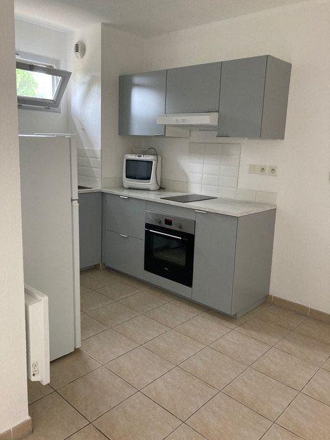 Appartement à louer 2 34.6m2 à Saint-Chamas vignette-3