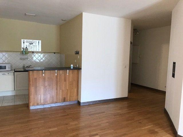 Appartement à louer 3 77.69m2 à Salon-de-Provence vignette-6