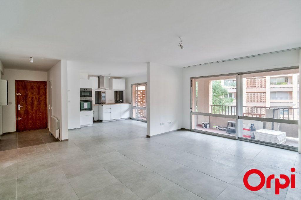 Appartement à louer 4 83.6m2 à Salon-de-Provence vignette-1