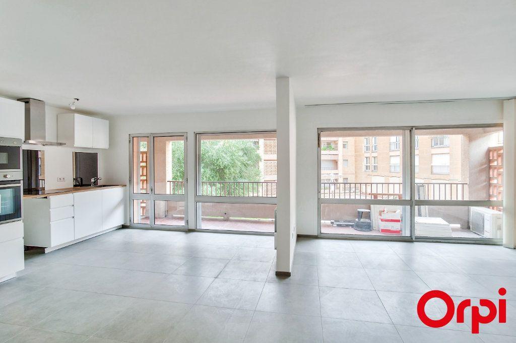 Appartement à louer 4 83.6m2 à Salon-de-Provence vignette-2