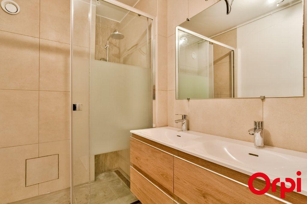 Appartement à louer 4 83.6m2 à Salon-de-Provence vignette-6