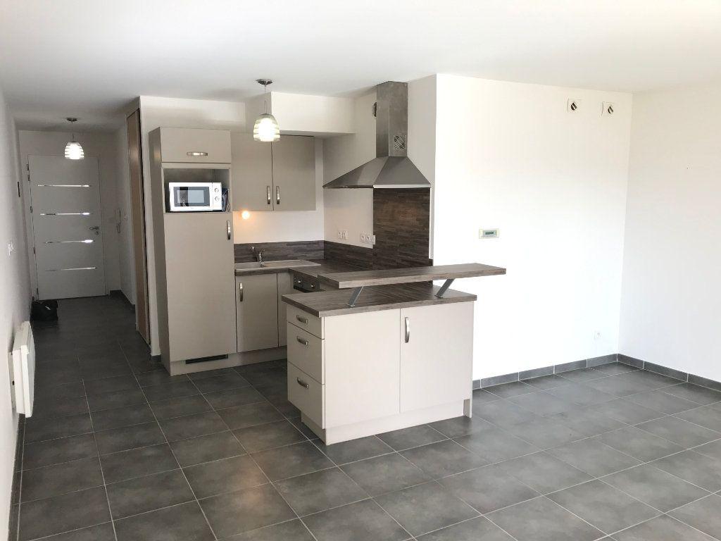 Appartement à louer 2 51m2 à Saint-Martin-de-Crau vignette-1
