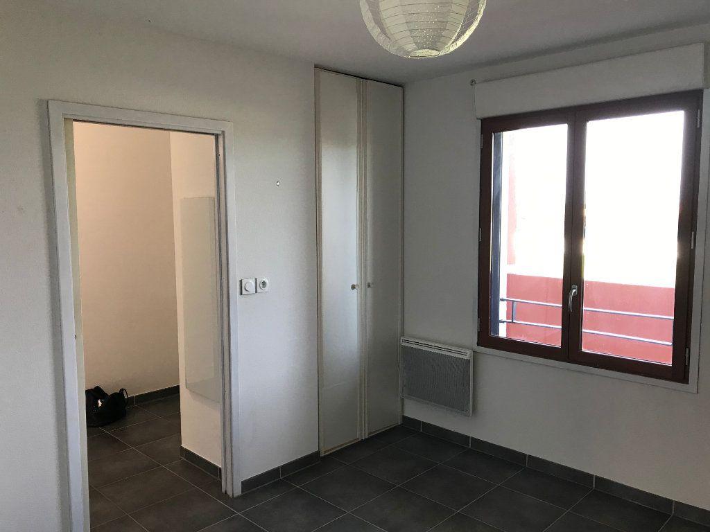 Appartement à louer 2 51m2 à Saint-Martin-de-Crau vignette-3