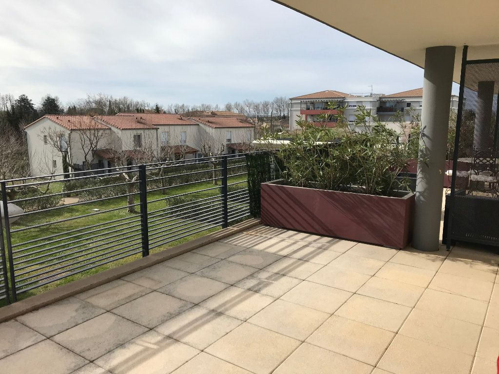 Appartement à louer 2 51m2 à Saint-Martin-de-Crau vignette-4