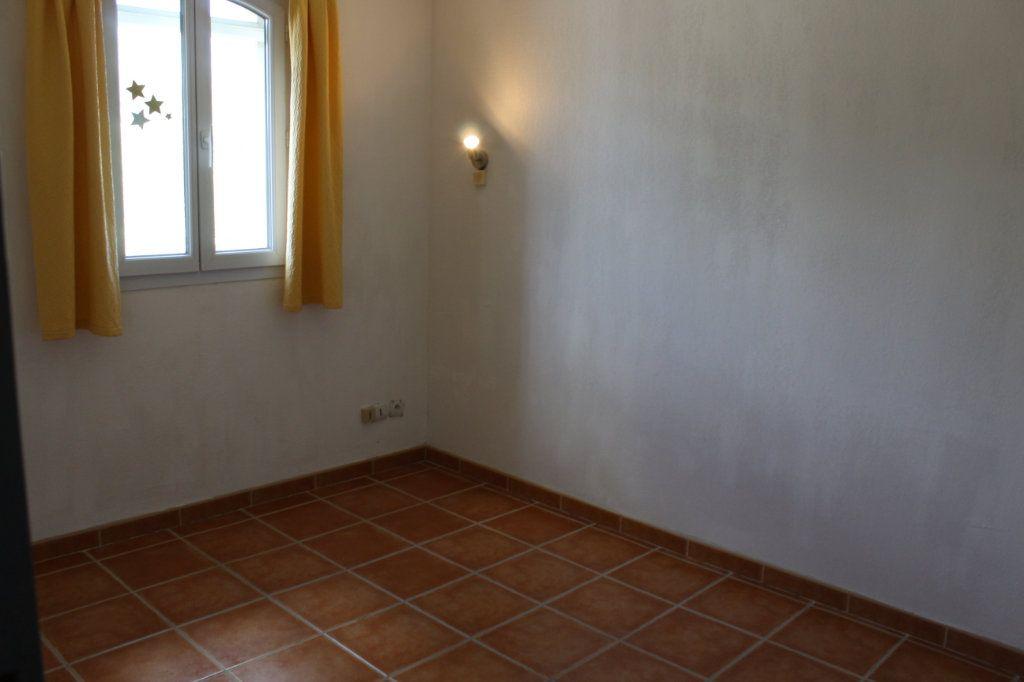 Maison à vendre 5 73.79m2 à Arles vignette-5