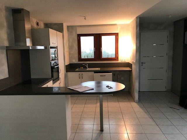 Appartement à louer 3 79.7m2 à Saint-Martin-de-Crau vignette-2