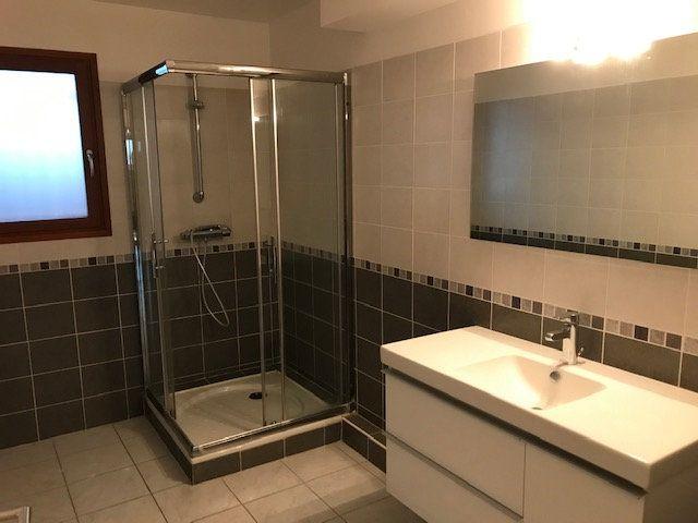 Appartement à louer 3 79.7m2 à Saint-Martin-de-Crau vignette-3