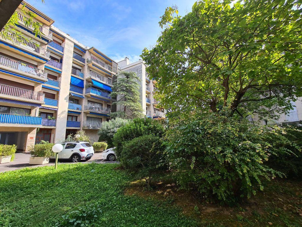 Appartement à vendre 4 108m2 à Avignon vignette-1