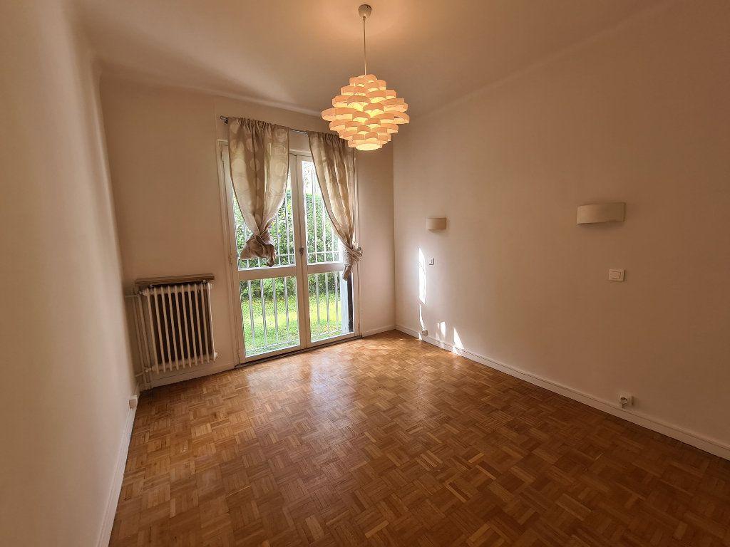 Appartement à vendre 4 108m2 à Avignon vignette-3
