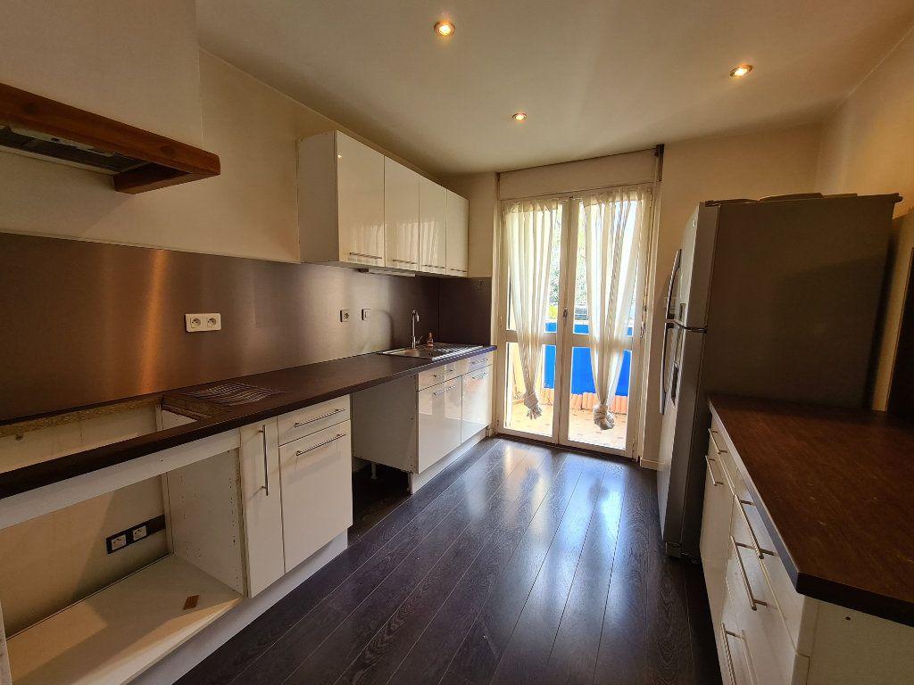 Appartement à vendre 4 108m2 à Avignon vignette-4
