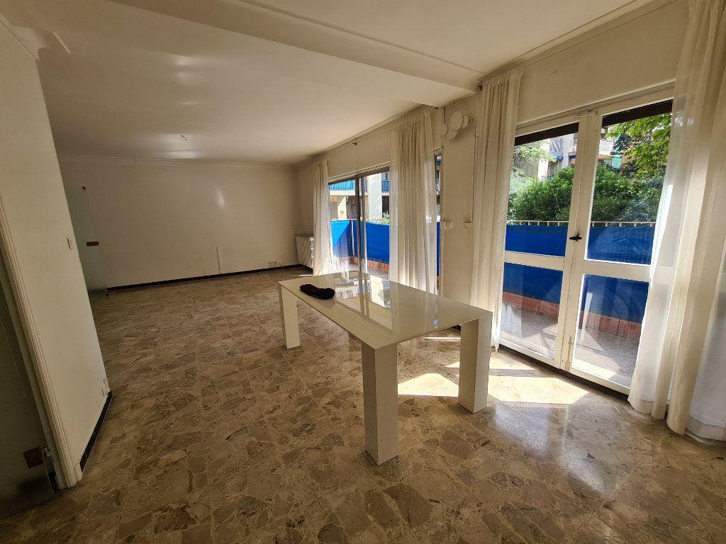 Appartement à vendre 4 108m2 à Avignon vignette-7