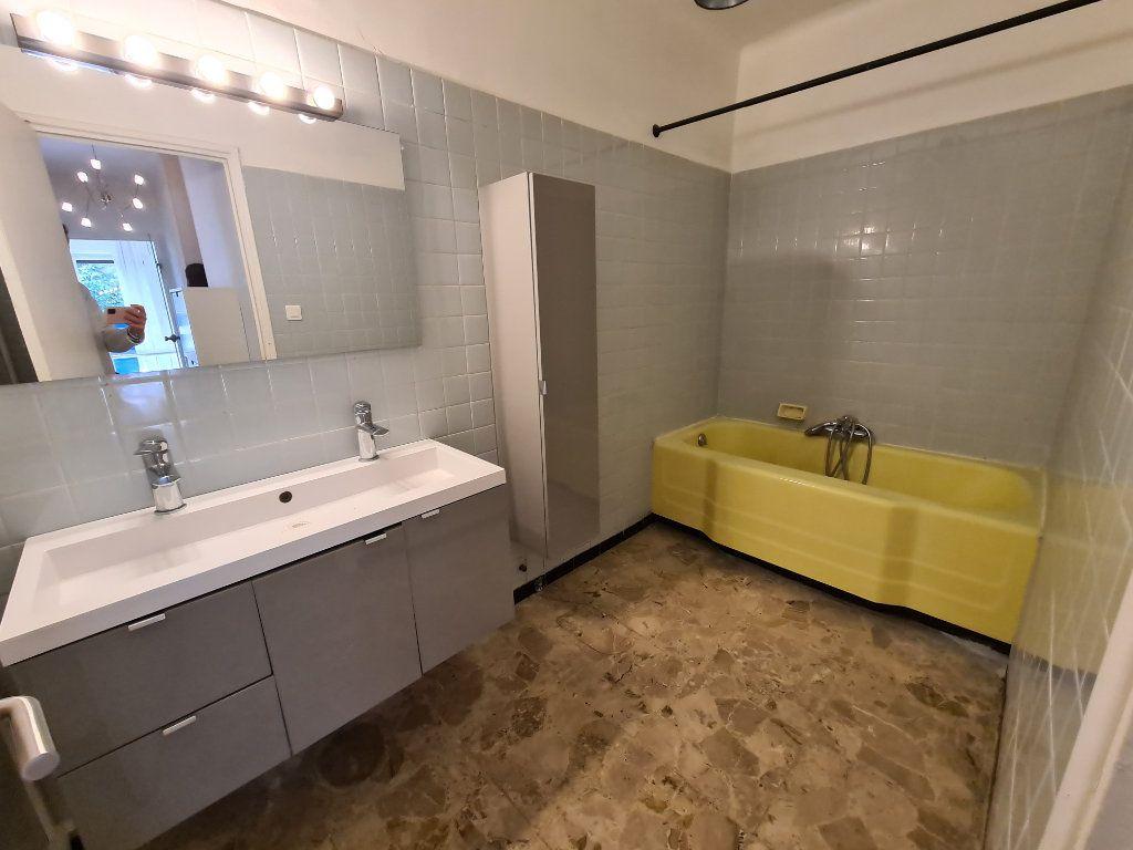 Appartement à vendre 4 108m2 à Avignon vignette-8
