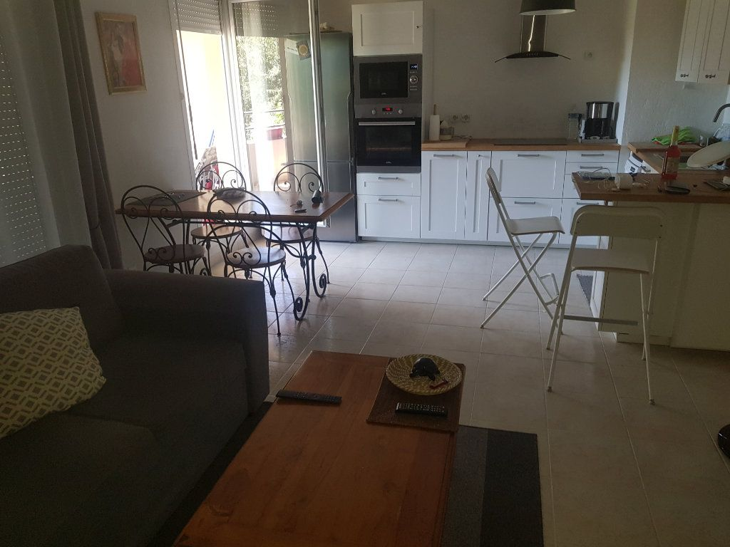 Appartement à louer 3 52.07m2 à Istres vignette-1