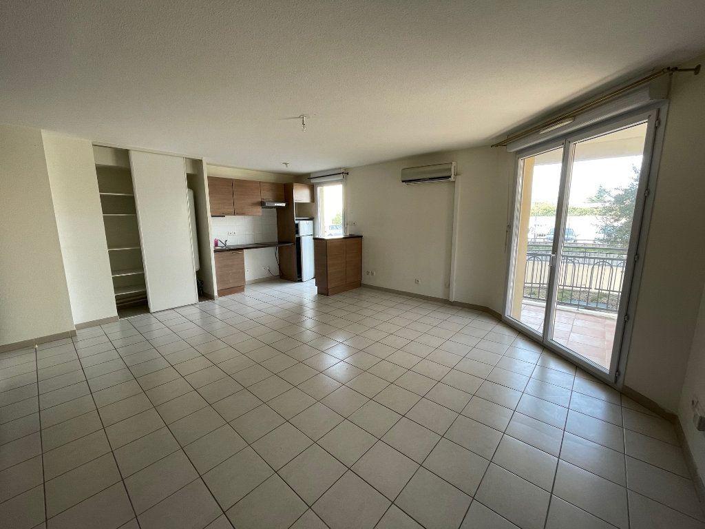 Appartement à vendre 3 60.53m2 à Carpentras vignette-1
