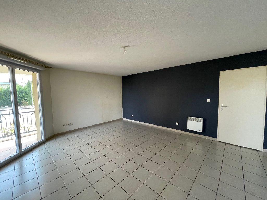 Appartement à vendre 3 60.53m2 à Carpentras vignette-3