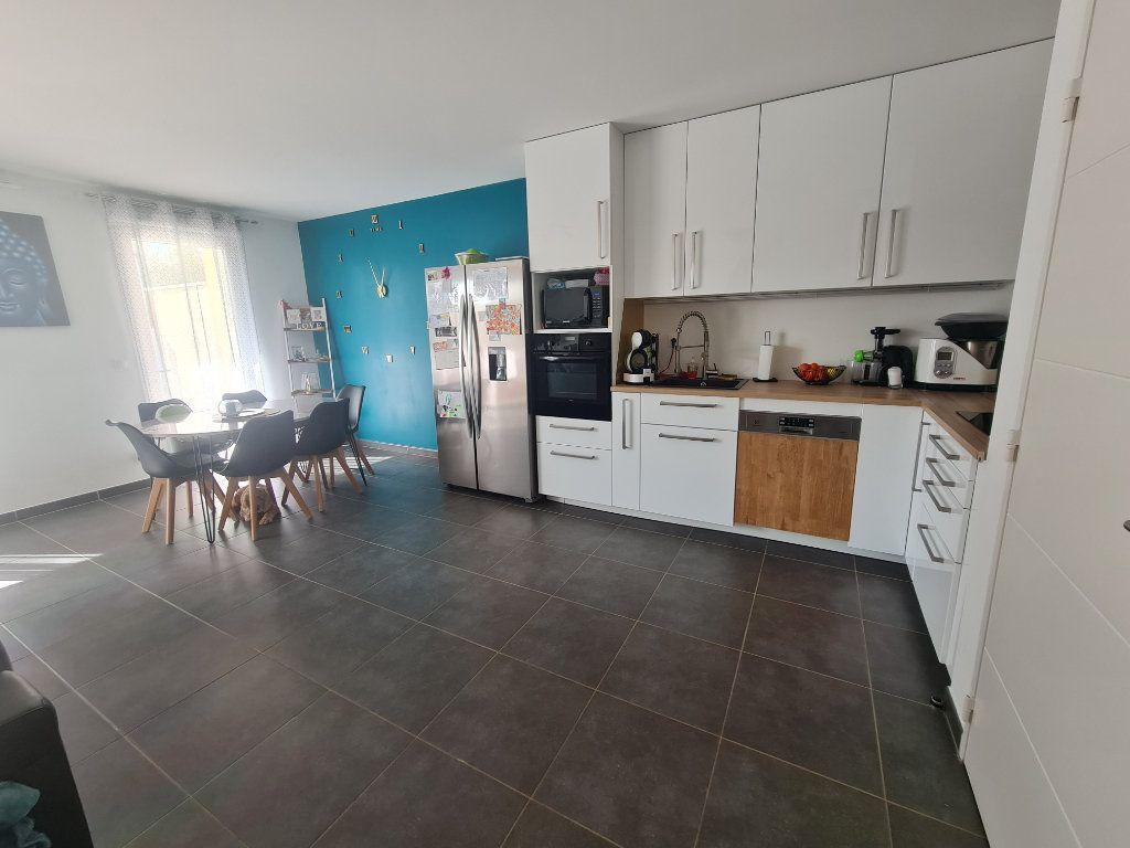 Maison à vendre 4 82.66m2 à Istres vignette-3