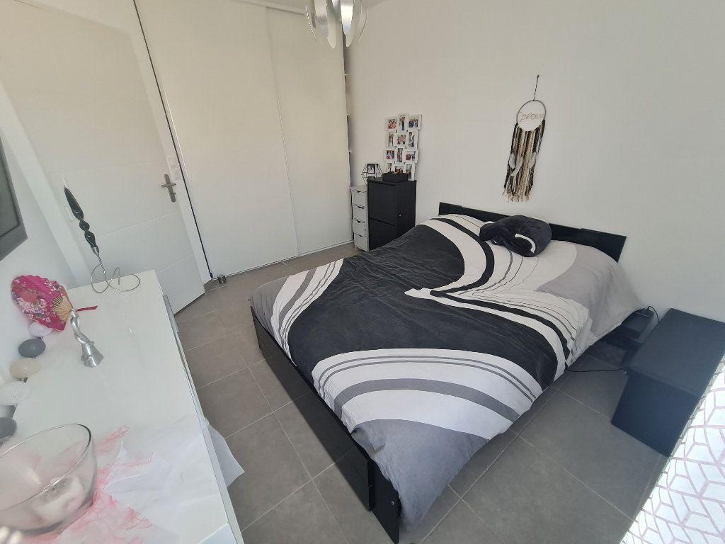 Maison à vendre 4 82.66m2 à Istres vignette-7