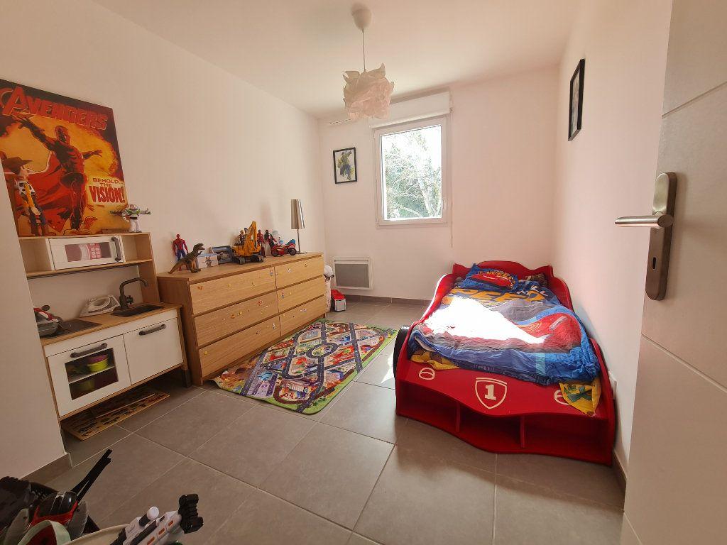 Maison à vendre 4 82.66m2 à Istres vignette-9