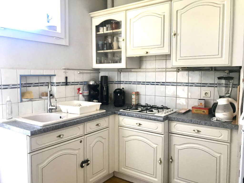 Appartement à vendre 3 73.59m2 à Salon-de-Provence vignette-2