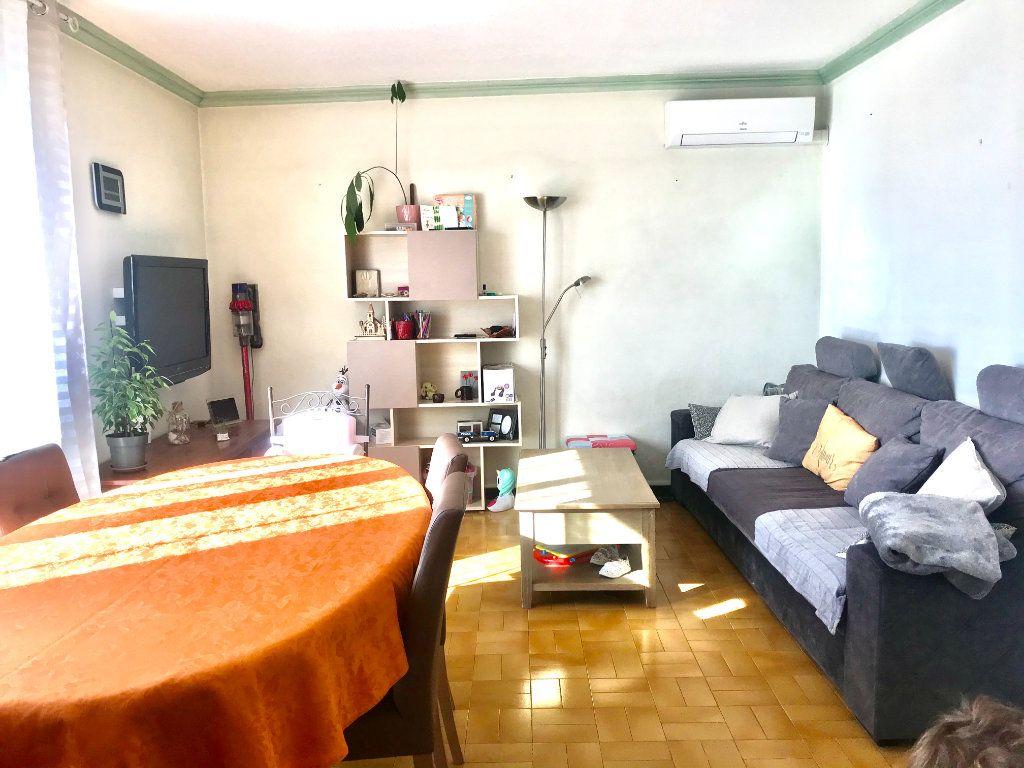 Appartement à vendre 3 73.59m2 à Salon-de-Provence vignette-3