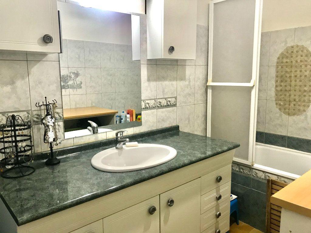 Appartement à vendre 3 73.59m2 à Salon-de-Provence vignette-5