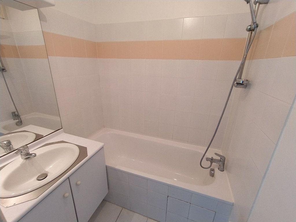 Appartement à louer 2 48.05m2 à Miramas vignette-4