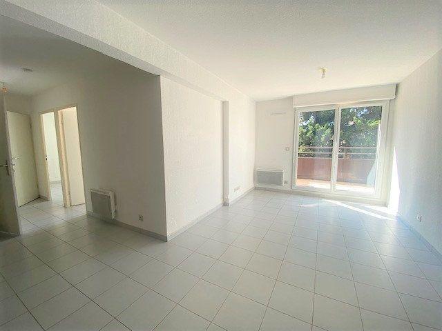 Appartement à louer 3 52.16m2 à Avignon vignette-2