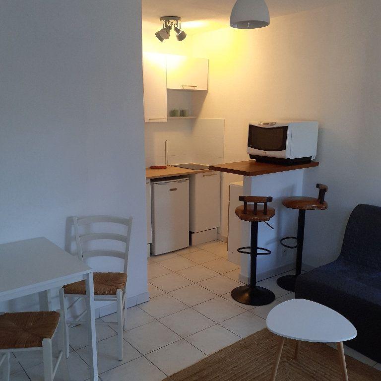 Appartement à louer 1 23.2m2 à Salon-de-Provence vignette-1