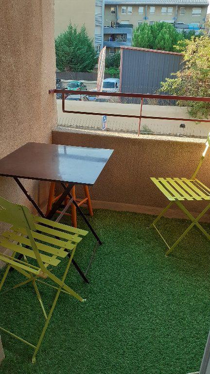 Appartement à louer 1 23.2m2 à Salon-de-Provence vignette-2