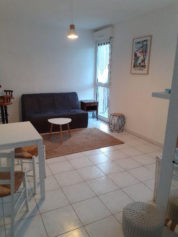 Appartement à louer 1 23.2m2 à Salon-de-Provence vignette-3