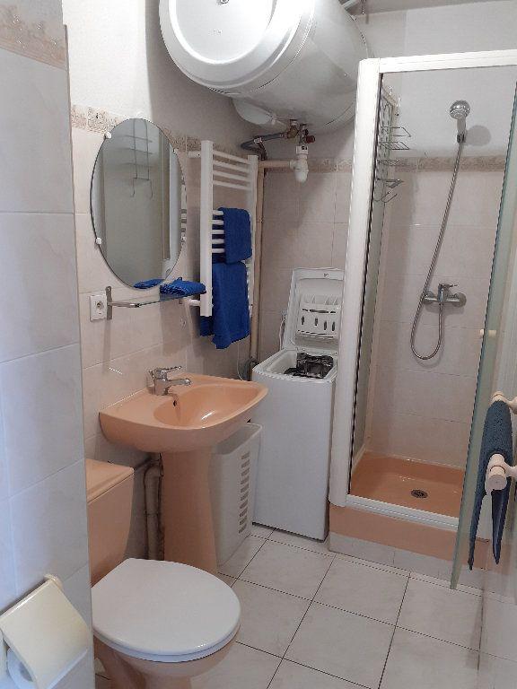 Appartement à louer 1 23.2m2 à Salon-de-Provence vignette-4