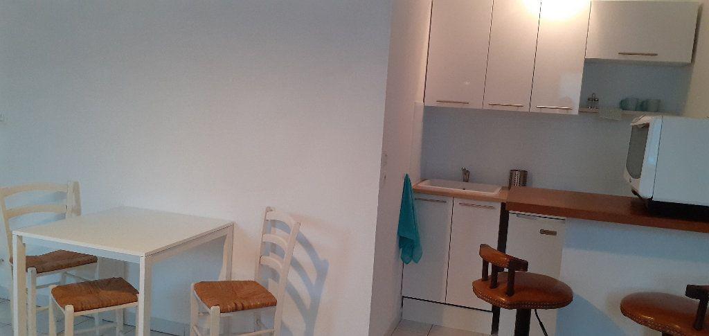 Appartement à louer 1 23.2m2 à Salon-de-Provence vignette-5