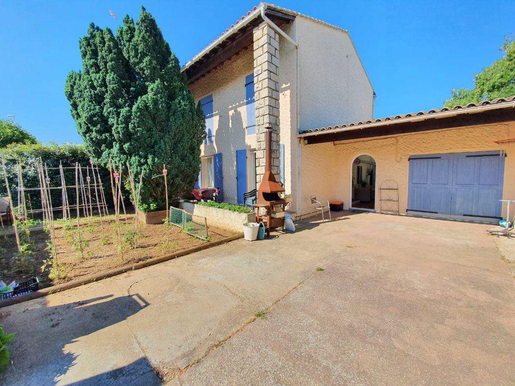 Maison à vendre 5 113m2 à Saint-Martin-de-Crau vignette-1