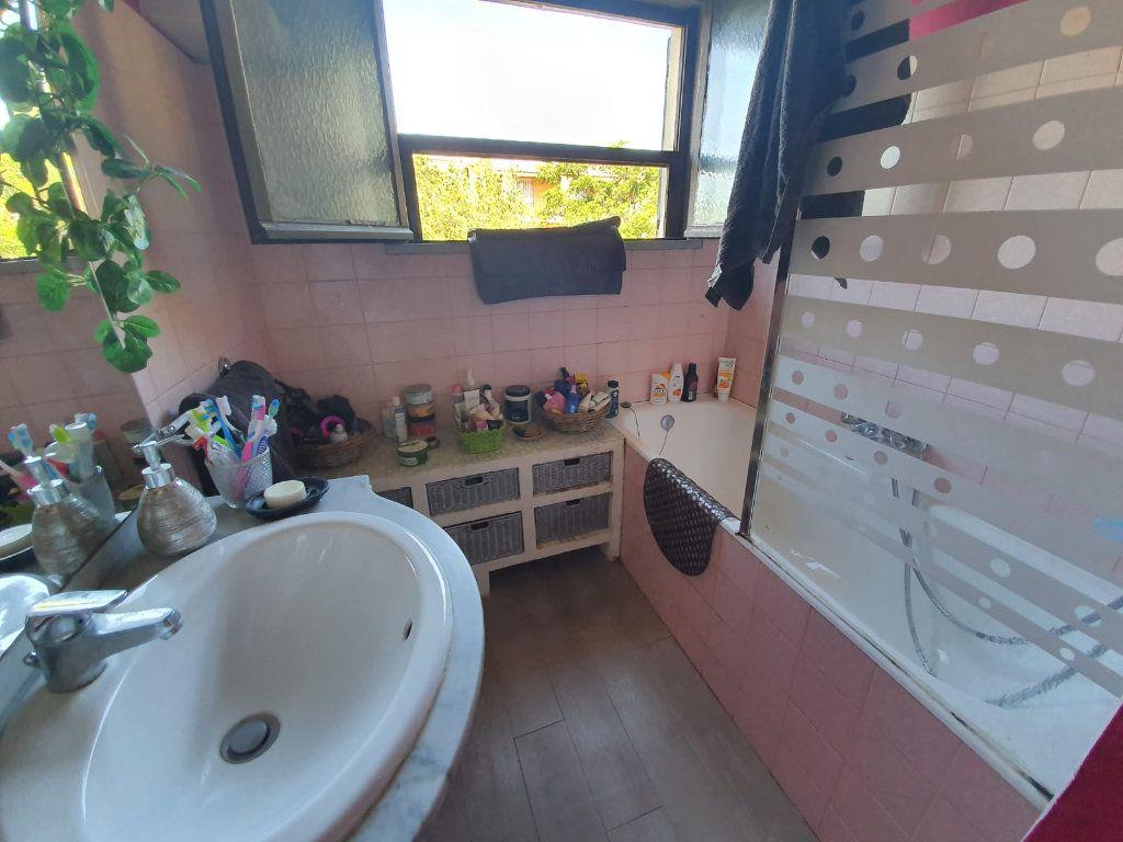Maison à vendre 5 113m2 à Saint-Martin-de-Crau vignette-11