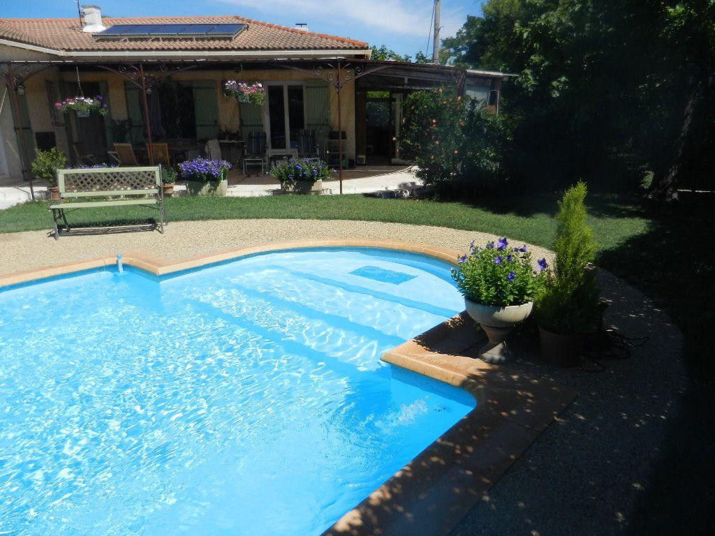 Maison à vendre 4 160m2 à L'Isle-sur-la-Sorgue vignette-1