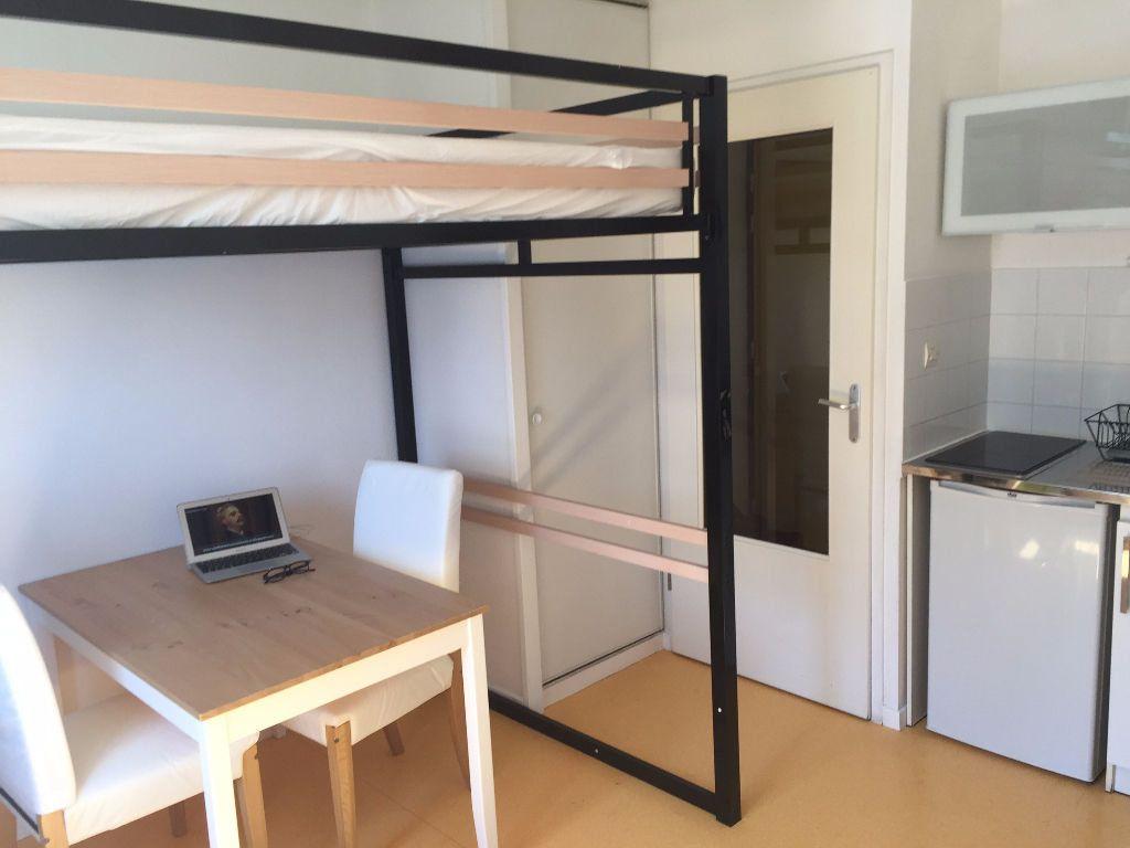 Appartement à louer 1 18m2 à Avignon vignette-1
