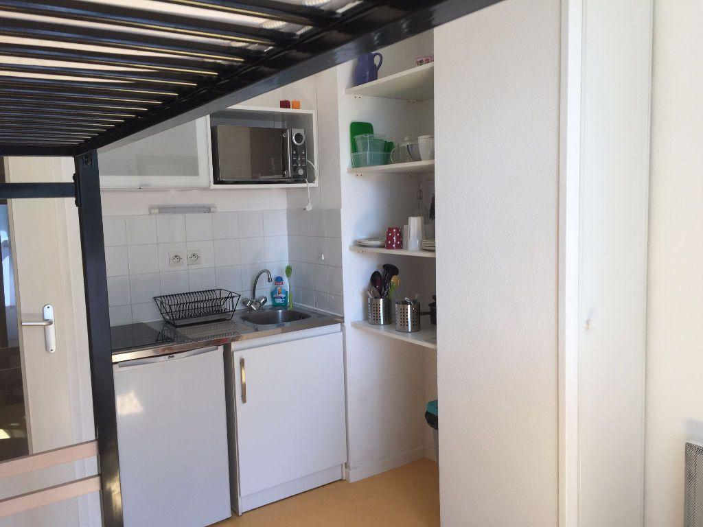 Appartement à louer 1 18m2 à Avignon vignette-2
