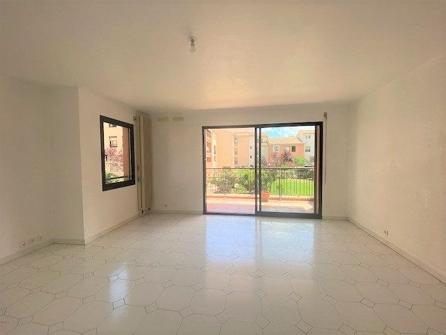 Appartement à louer 3 76.9m2 à Avignon vignette-3