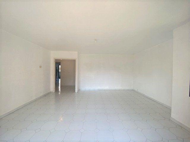 Appartement à louer 3 76.9m2 à Avignon vignette-4