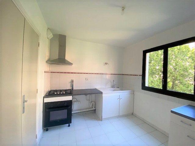 Appartement à louer 3 76.9m2 à Avignon vignette-5