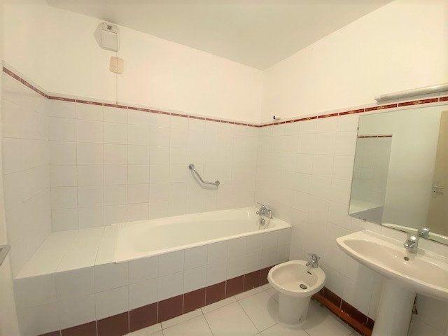 Appartement à louer 3 76.9m2 à Avignon vignette-6
