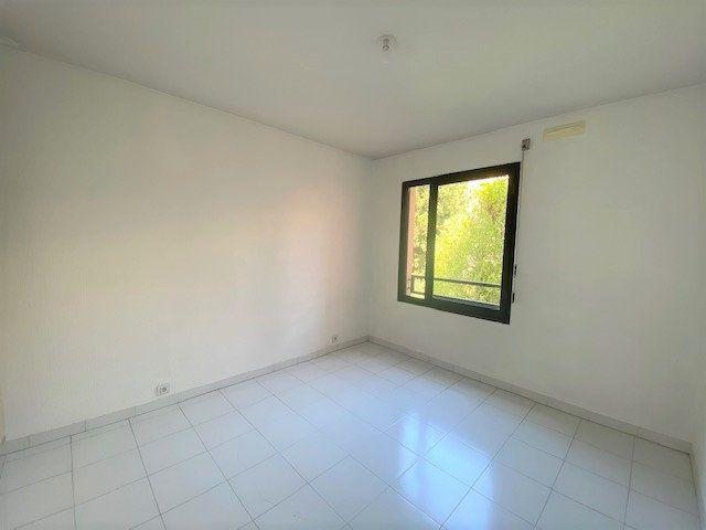 Appartement à louer 3 76.9m2 à Avignon vignette-7