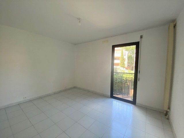 Appartement à louer 3 76.9m2 à Avignon vignette-8
