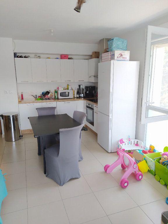 Appartement à louer 3 70.13m2 à Istres vignette-2