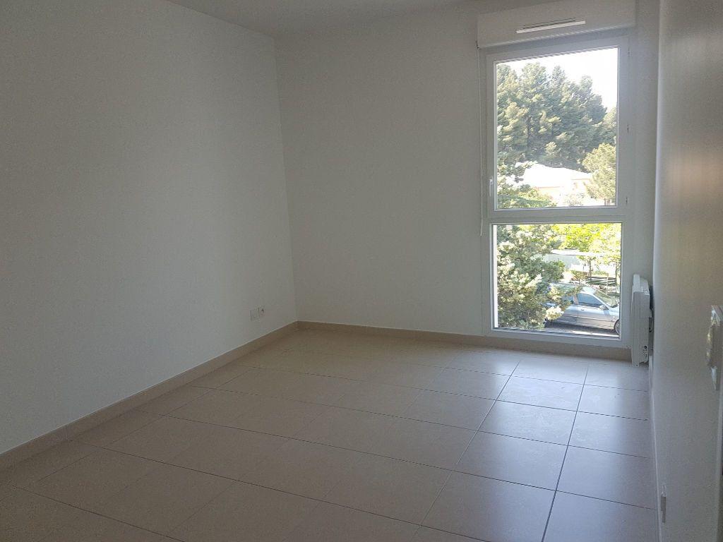 Appartement à louer 3 70.13m2 à Istres vignette-3